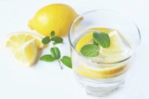 benefici_di _acqua_e_limone